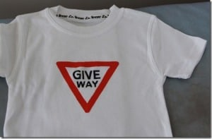 Give Way T-shirt (2)_thumb[1]