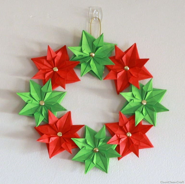 Paper christmas wreath mini tutorial cook clean craft for Paper christmas decorations to make at home