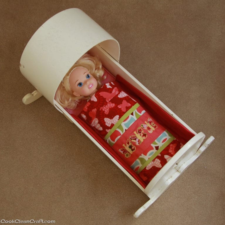 http://cookcleancraft.com/wp-content/uploads/2014/04/Dolls-Cradle-Bedding-Set.jpg