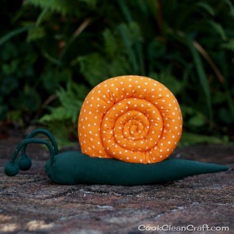 Sew a stuffed snail (32)