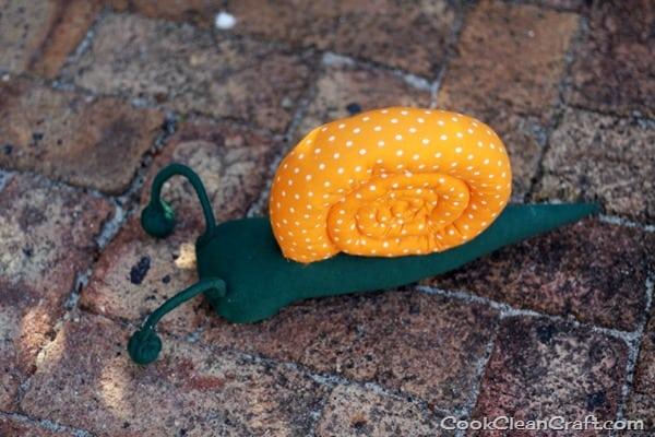 Sew a stuffed snail (34)