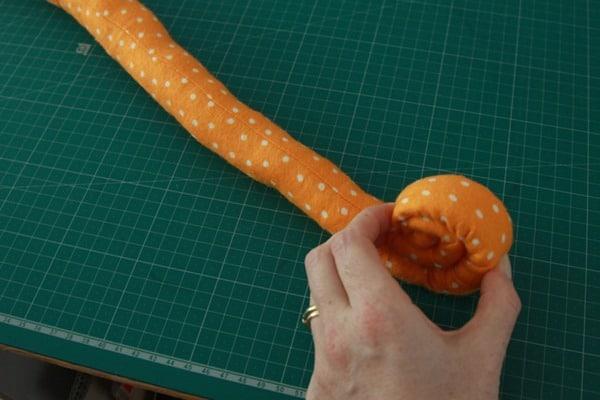 Sew a stuffed snail (6)