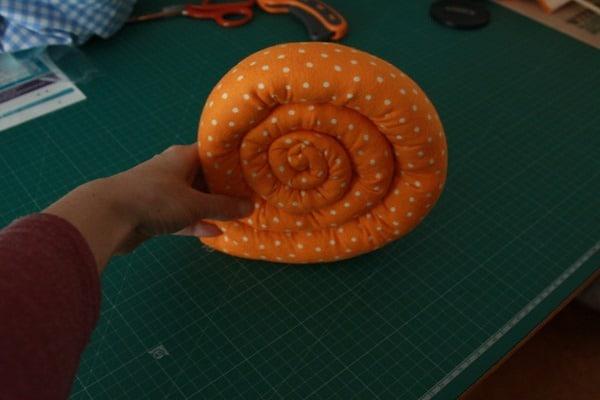 Sew a stuffed snail (7)