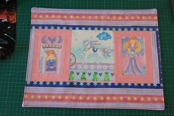 How to sew a laminated cotton placemat (1)