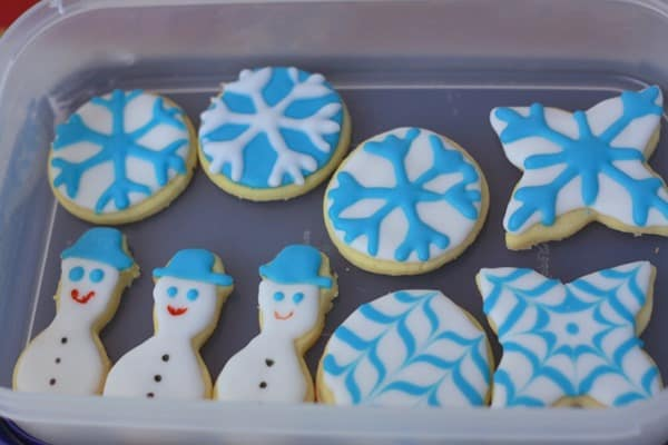 Decorating Snowflake Sugar cookies (1)