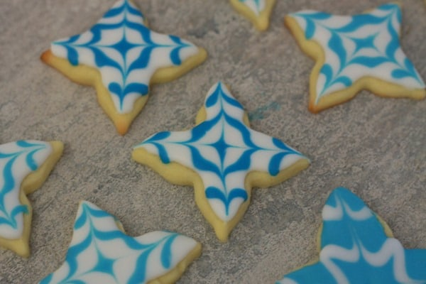 Decorating Snowflake Sugar cookies (2)