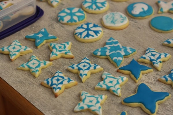 Decorating Snowflake Sugar cookies (3)