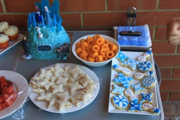 Decorating Snowflake Sugar cookies (4)