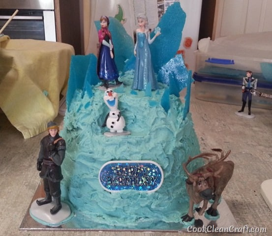 Frozen Elsa Ice Palace Cake.38