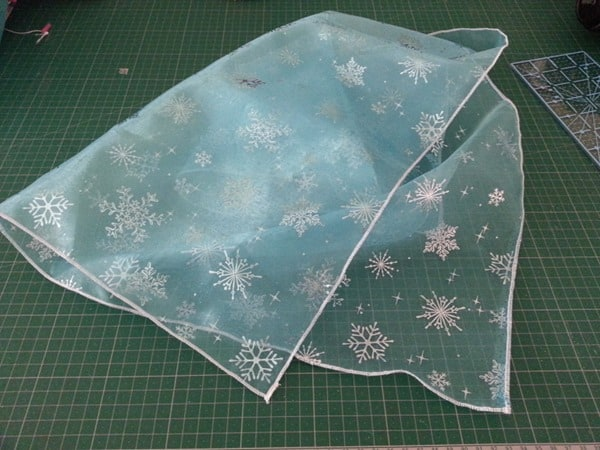 Sew a simple Elsa cape (2)