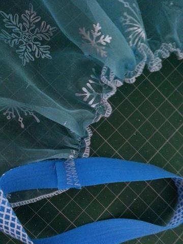 Sew a simple Elsa cape (5)