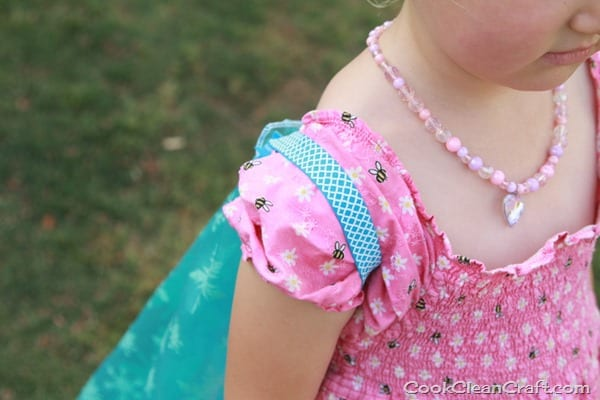 Sew a simple Elsa cape tutorial (1)