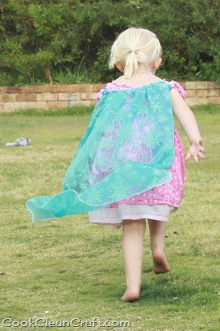 Sew a simple Elsa cape tutorial (5)