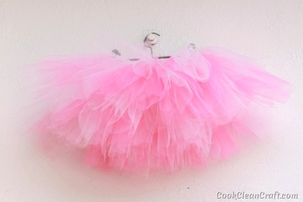 How to quickly sew a tulle tutu (1)