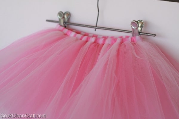 How to quickly sew a tulle tutu (5)