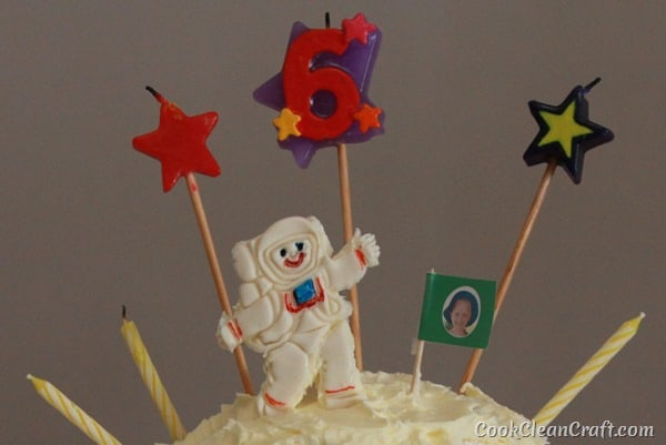 How to make a 3D moon cake with fondant astronaut