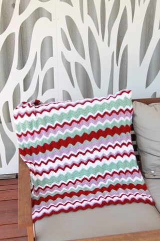 How to crochet a funky, Missoni-inspired ripple blanket in single crochet. Free crochet pattern.