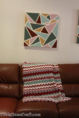How to crochet a funky, Missoni-inspired ripple blanket in single crochet. Free crochet pattern.