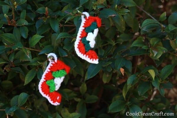 http://cookcleancraft.com/wp-content/uploads/2015/12/Granny-Square-Crochet-Christmas-stocking-1_thumb.jpg